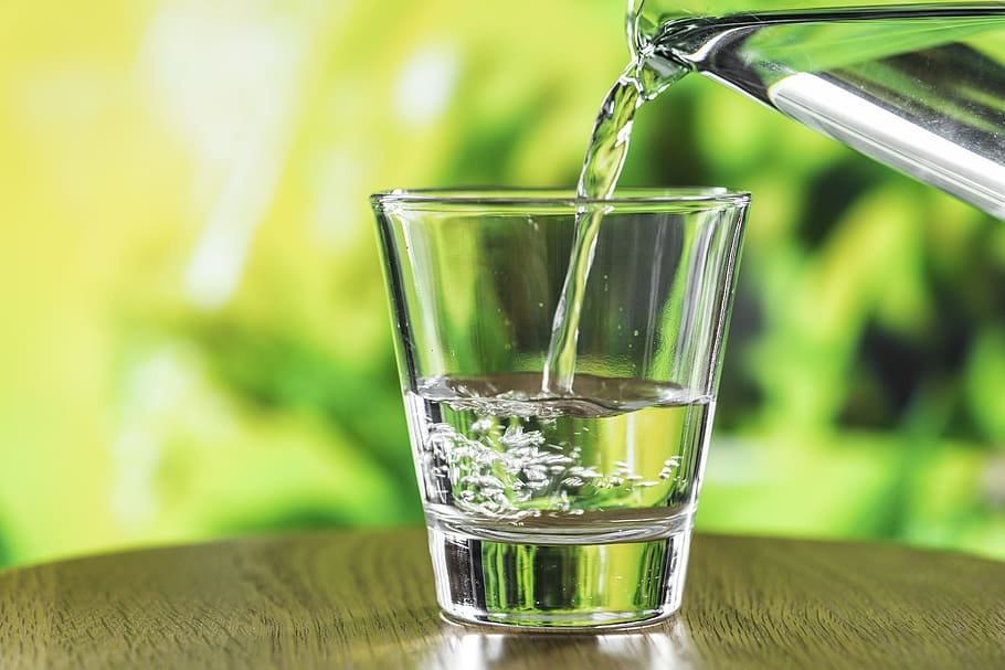 How much water to drink each day every age people